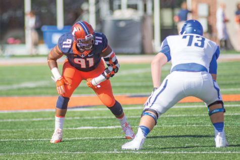 Dawuane Smoot gets into his stance before the snap in Illinois' 27-25 victory over Middle Tennessee State at Memorial Stadium on Saturday.