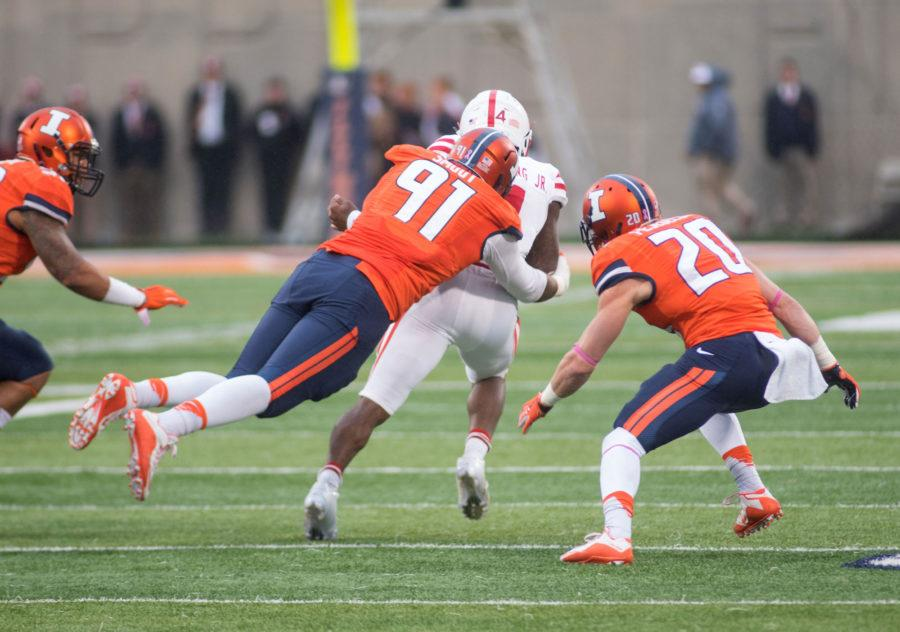 Dwaine+Smoot+makes+a+tackle+on+Nebraska+quarterback+Tommy+Armstrong+Jr.+in+Saturday%27s+game+at+Memorial+Stadium.+Illinois+won+14-13.