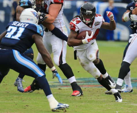 Atlanta Falcons running back Devonta Freeman finds some running room against Tennessee Titans safety Da'Norris Searcy during the first half on Sunday, Oct. 25, 2015, at Nissan Stadium in Nashville. (Curtis Compton/Atlanta Journal-Constitution/TNS)