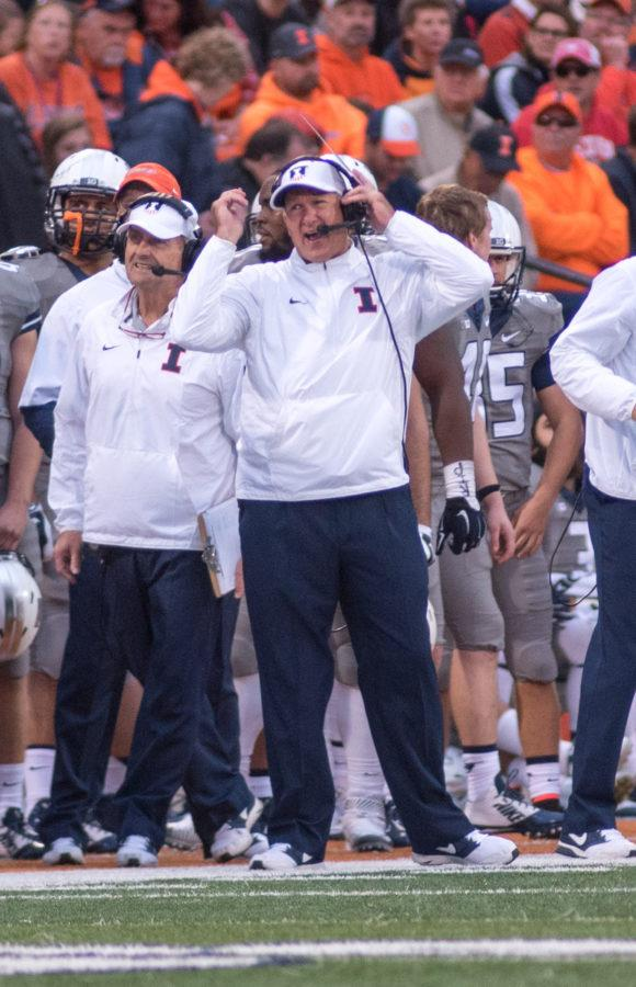 Interim+head+coach+Bill+Cubit+yells+into+his+microphone+during+the+Homecoming+game+against+Wisconsin+at+Memorial+Stadium+on+Saturday%2C+October+24.+Illinois+lost+13-24.