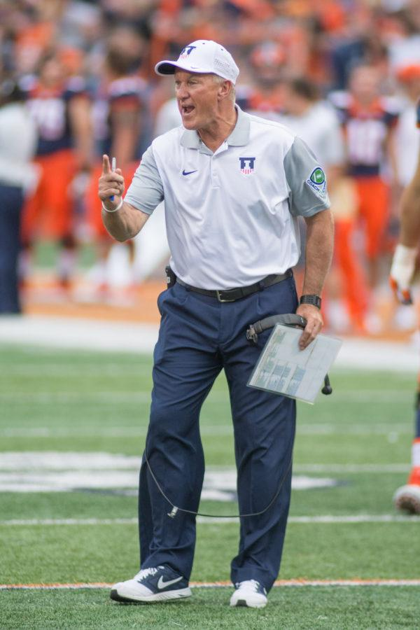 Coach+Bill+Cubit+shares+stern+words+during+the+game+against+Middle+Tennessee+State+at+Memorial+Stadium+on+Saturday%2C+Sept.+26.+Illinois+won+27-25.