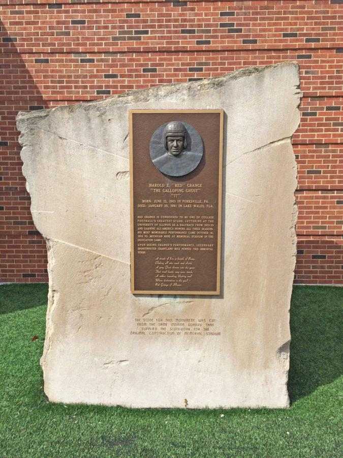 """Red"" Grange, Illinois' past, honored by present Illini football players"