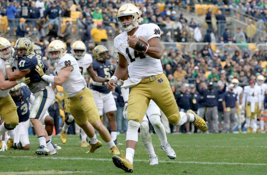 Notre+Dame+quarterback+DeShone+Kizer+scores+a+touchdown+on+a+2-yard+against+Pitt+in+the+fourth+quarter+at+Heinz+Field+in+Pittsburgh%2C+on+Saturday%2C+Nov.+7%2C+2015.+Notre+Dame+won%2C+42-30.+%28Matt+Freed%2FPittsburgh+Post-Gazette%2FTNS%29