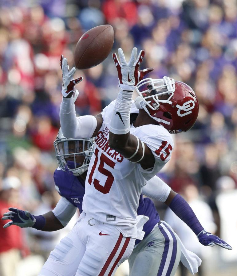 Oklahoma wide receiver Jeffery Mead (15) tries to get under a Baker Mayfield pass in the third quarter against Kansas State at Bill Snyder Family Stadium in Manhattan, Kan., on Saturday, Oct. 17, 2015. Oklahoma won, 55-0. (Bo Rader/Wichita Eagle/TNS)