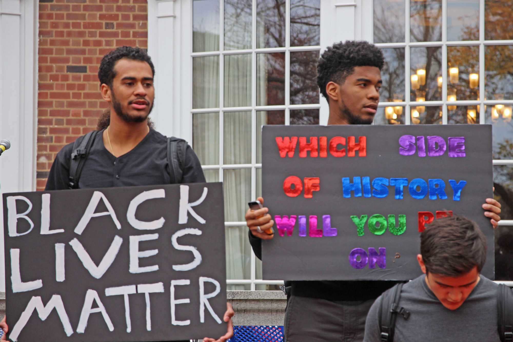 The+%22University+of+Illinois+White+Student+Union%22+Facebook%26nbsp%3Bpage+represents+a+vast+minority+of+students%2C+but%26nbsp%3Bit+shows+direct+sources+of+racism+here%2C+the+presence+of+which+is+embarrassing.%26nbsp%3B