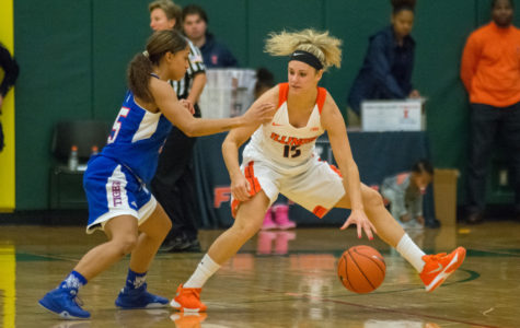 Illinois women's basketball hits road for first time this year