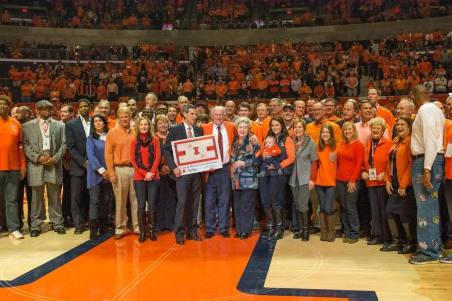 Former+Illinois+basketball+head+coach+Lou+Henson+gathers+with+100+former+players%2C+coaches+and+administrators+at+half+court+at+halftime+to+celebrate+the+first+game+on+Lou+Henson+Court+at+the+State+Farm+Center.
