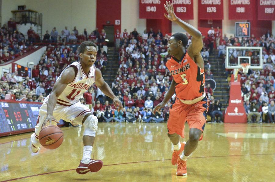 Senior+guard+Kevin+%22Yogi%22+Ferrell+takes+the+ball+down+the+court+against+Illinois+on+Tuesday+at+Assembly+Hall.+The+Hoosiers+won+103-69.
