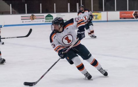 Illinois' offense steps up to sweep Rochester College
