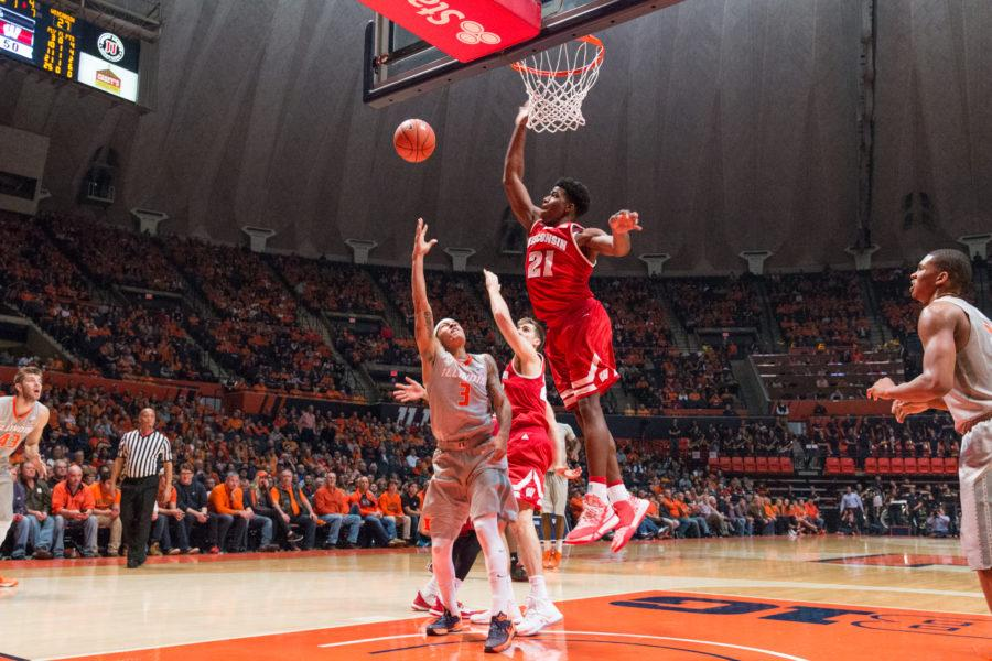 Wisconsin%27s+Khalil+Iverson+%2821%29+attempt+to+block+Illinois+guard+Khalid+Lewis%27+layup+during+the+Illini%27s+63-55+loss+to+the+Badgers+at+State+Farm+Center+on+Sunday%2C+Jan.+31.+The+Illini+have+now+lost+three+straight+home+games.