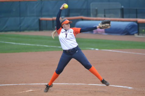 Zoe Grant The Daily IlliniSophomore Jade Vecvanags (7) throws a pitch during the game against Purdue on Friday, April 24, 2015. Illinois won 9-1.