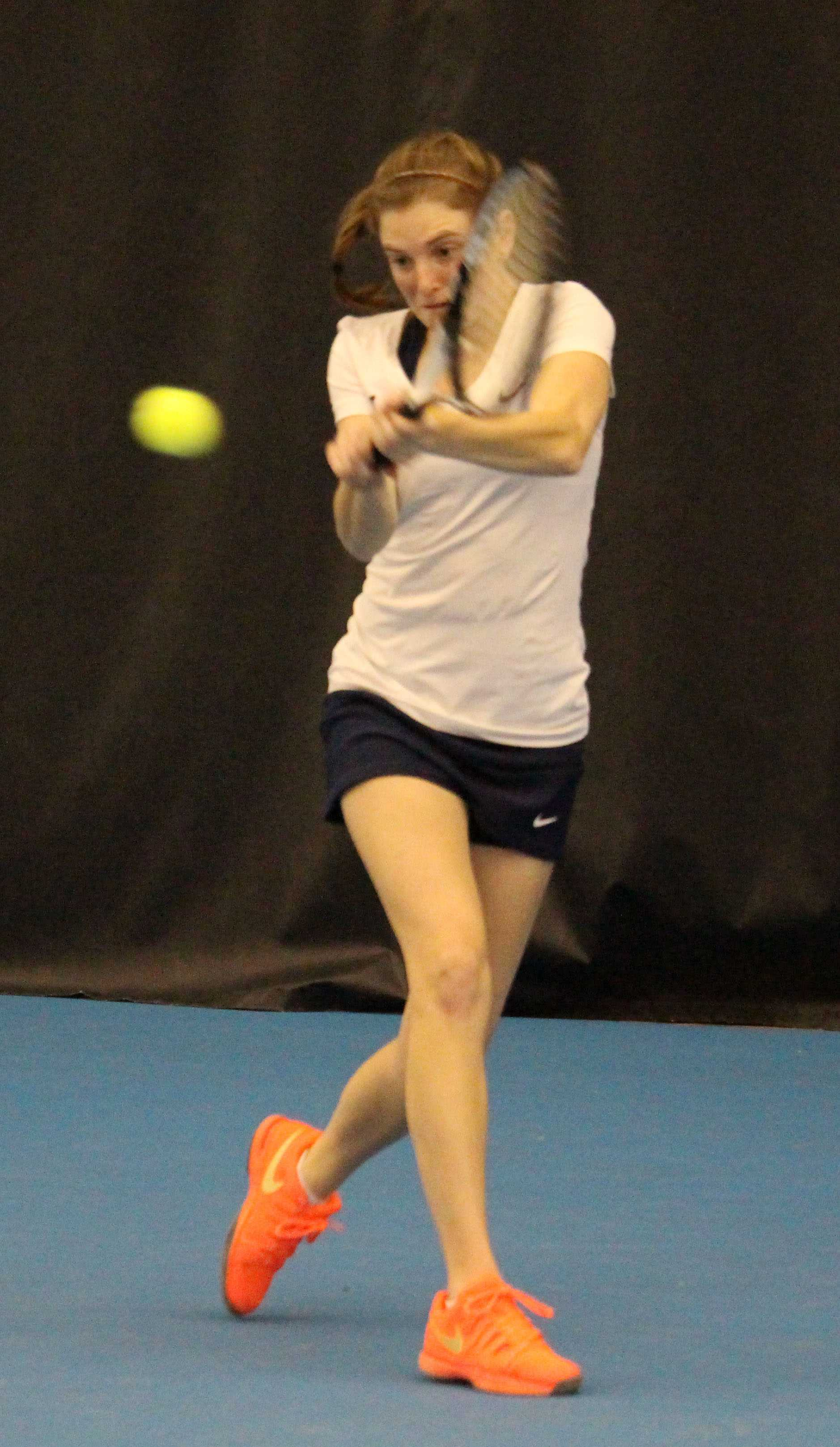 Alexis Casati rallys back the ball at the Atkins Tennis Center on February 13, 2016. Illini beat South Florida 5-2