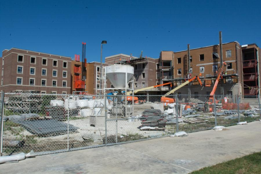 The+new+dorm+Wassaja%2C+in+the+Six+Pack+is+still+under+construction.