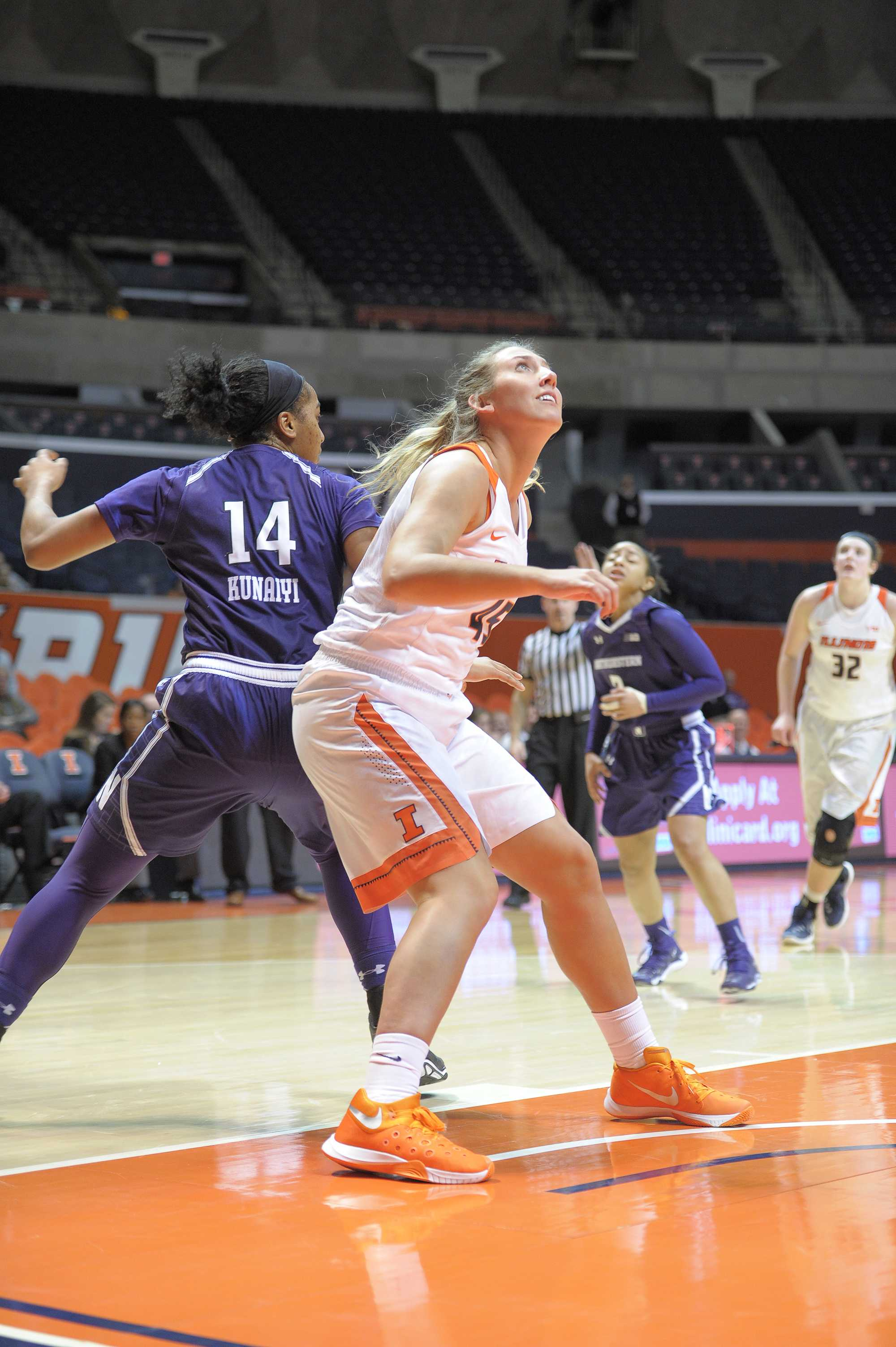Former+Illinois+volleyball+player+Alexis+Viliunas+added+energy+and+excitement+in+her+first+and+only+season+on+the+Illinois+women%E2%80%99s+basketball+team.