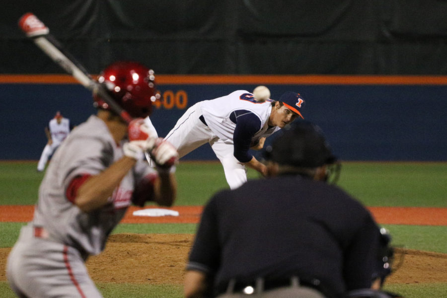 Illinois' Cody Sedlock (29) throws a pitch during the baseball game v. Indiana at Illinois Field on Friday, Apr. 17, 2015. Illinois won 5-1.