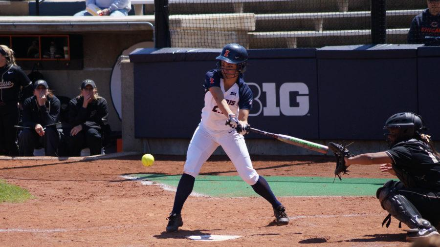 Illinois%27+Carly+Thomas+%2825%29+attempts+to+make+contact+with+the+ball+during+the+softball+game+v.+Purdue+at+Eichelberger+Field+on+Sunday%2C+April+26%2C+2015.+Purdue+won+8-7.