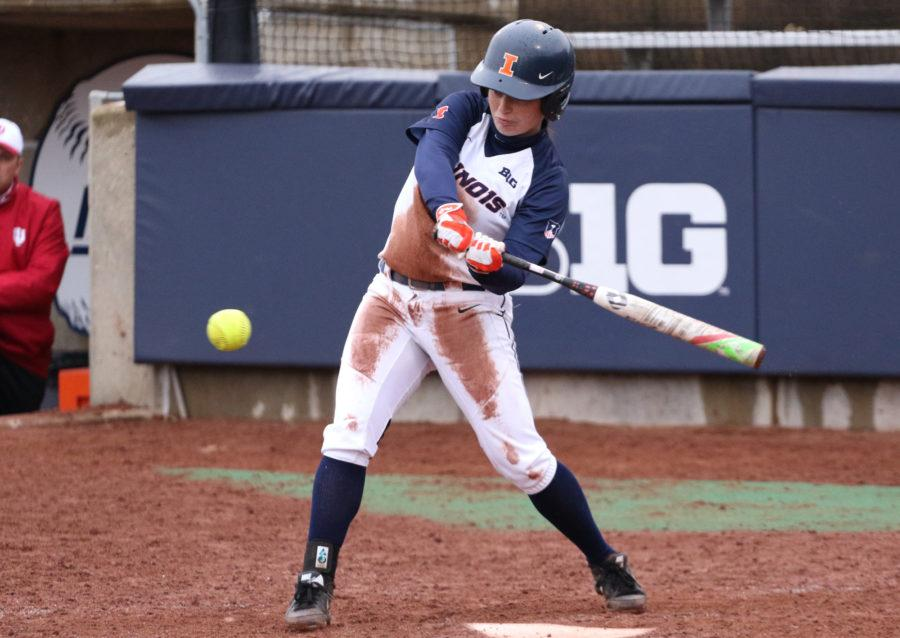 Illinois%27+Alyssa+Gunther+%282%29+swings+at+the+ball+during+the+softball+game+v.+Indiana+at+Eichelberger+Field+on+Sunday%2C+Mar.+29%2C+2015.+Illinois+won+22-12.
