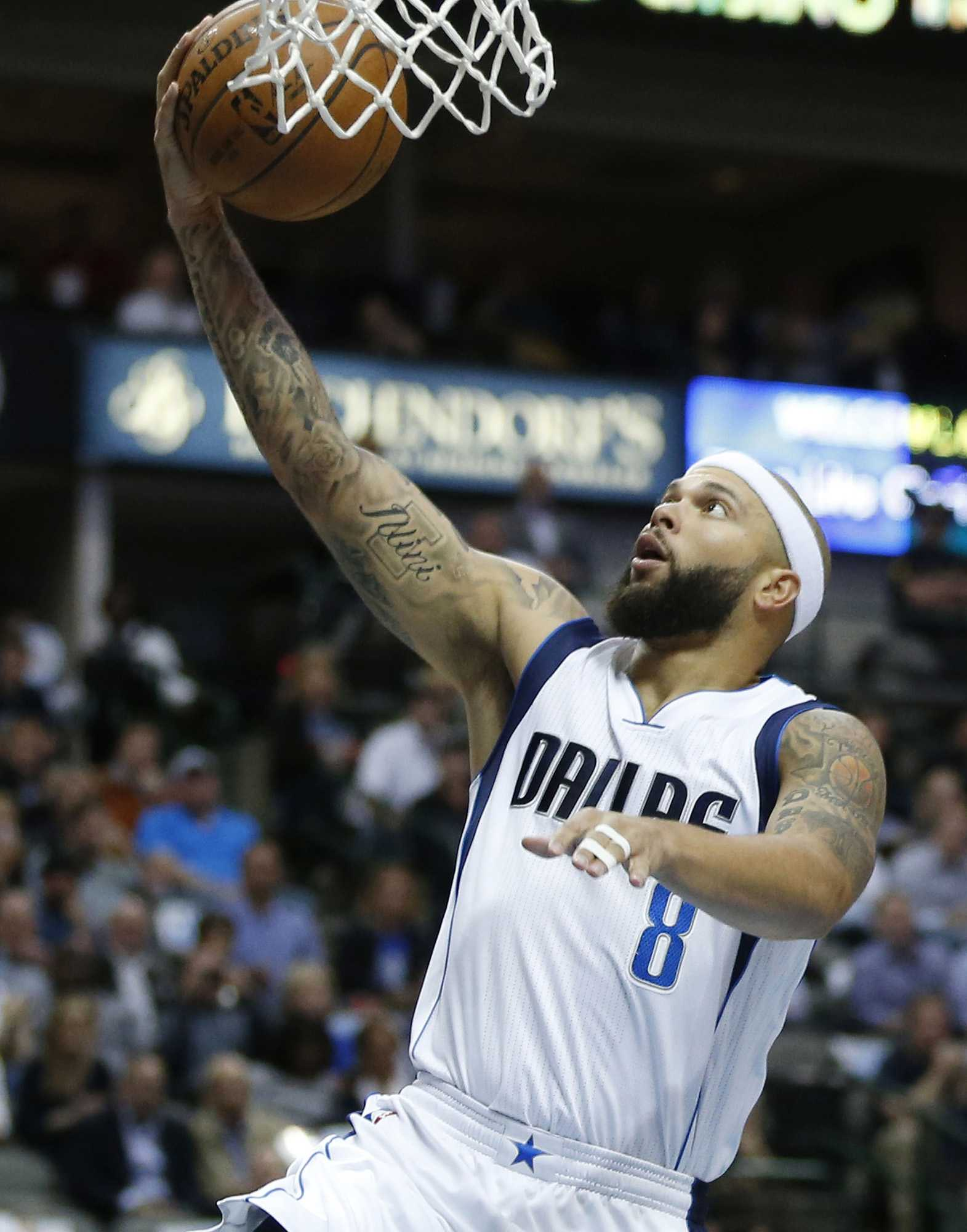 Dallas Mavericks guard Deron Williams (8) shoots the ball during the first half on Monday, March 7, 2016, at the American Airlines Center in Dallas. (Andy Jacobsohn/Dallas Morning News/TNS)