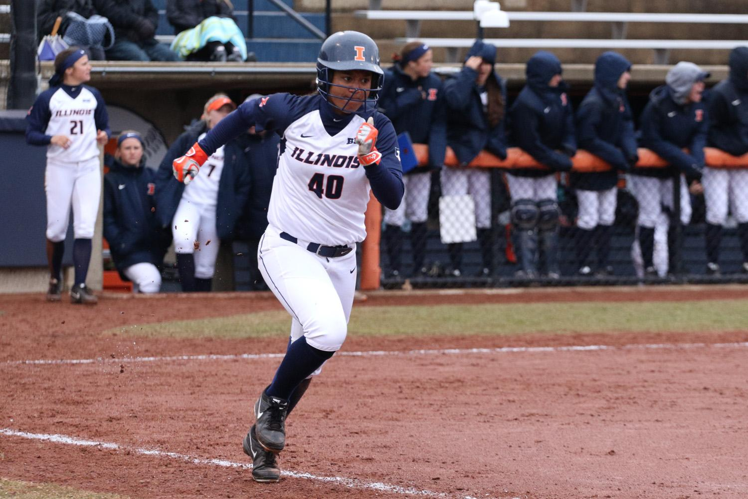Illinois' Nicole Evans (40) sprints for first base during the softball game v. Indiana at Eichelberger Field on Sunday, Mar. 29, 2015. Illinois won 22-12.