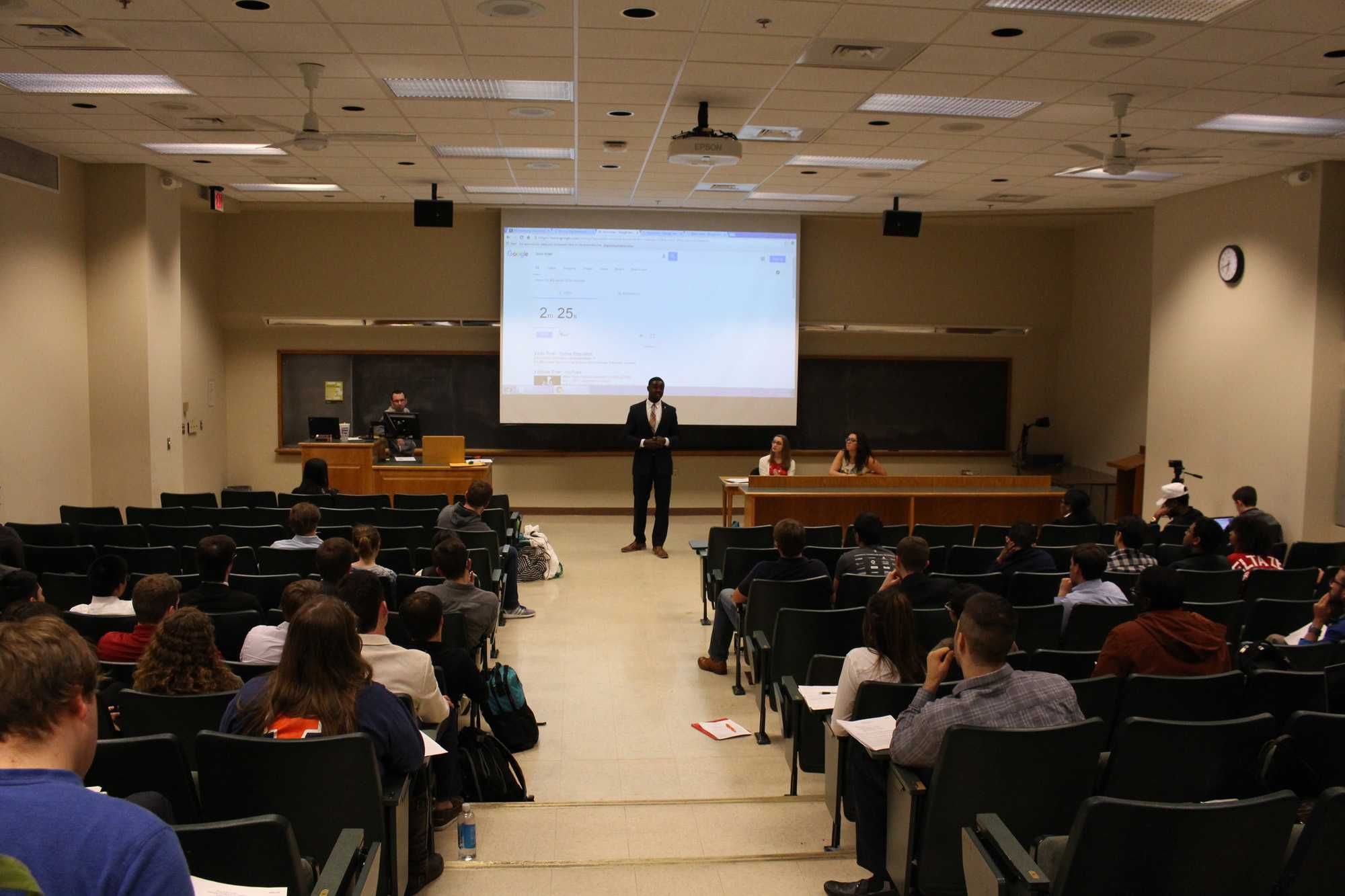 Illinois Student Senate holds elections for student president at the Psychology Building on Tuesday, Mar. 29, 2016