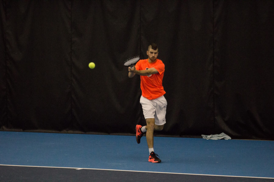 Illinois' Aron Hiltzik attempts to return the ball during the meet against Ball State at Atkins Tennis Center on April 3, 2016. The Illini won 4-0.