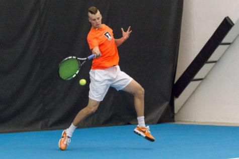 Illinois men's tennis extends winning streak with wins over Iowa and Nebraska