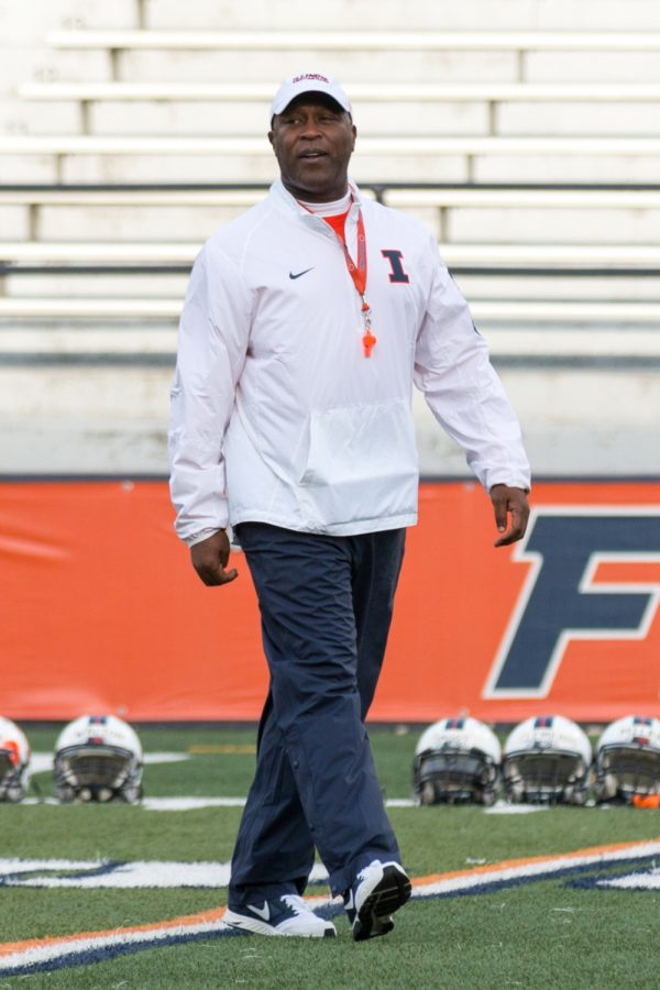 Lovie+Smith+supervises+the+first+spring+practice+of+the+season+on+April+1st%2C+2016.