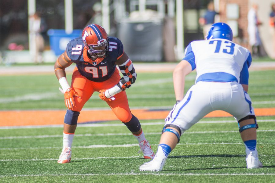 Illinois defensive lineman Dawuane Smoot lines up waiting for the snap during the game against Middle Tennessee State on Sept. 26, 2015.