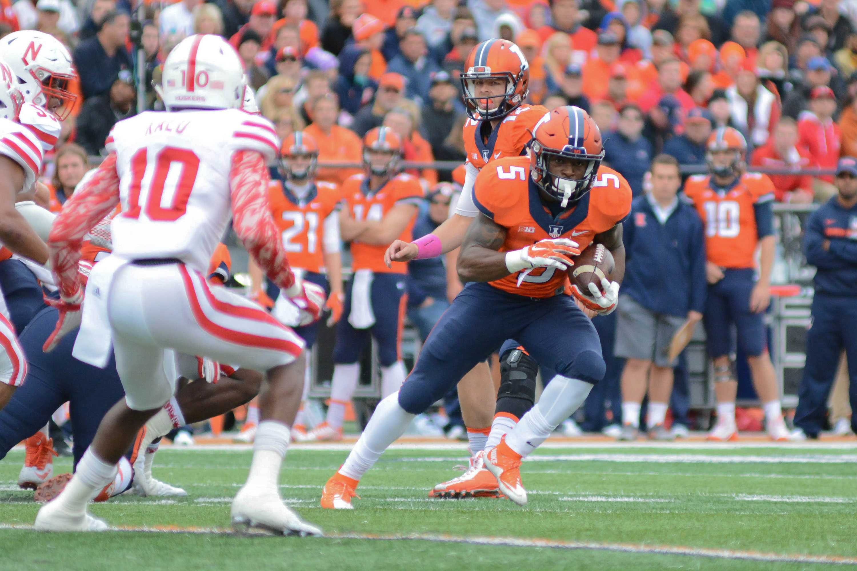 Illinois' Ke'Shawn Vaughn (5) runs with the ball during the game against Nebraska at Memorial Stadium on Saturday, Oct 3, 2015. The Illini won 14-13.
