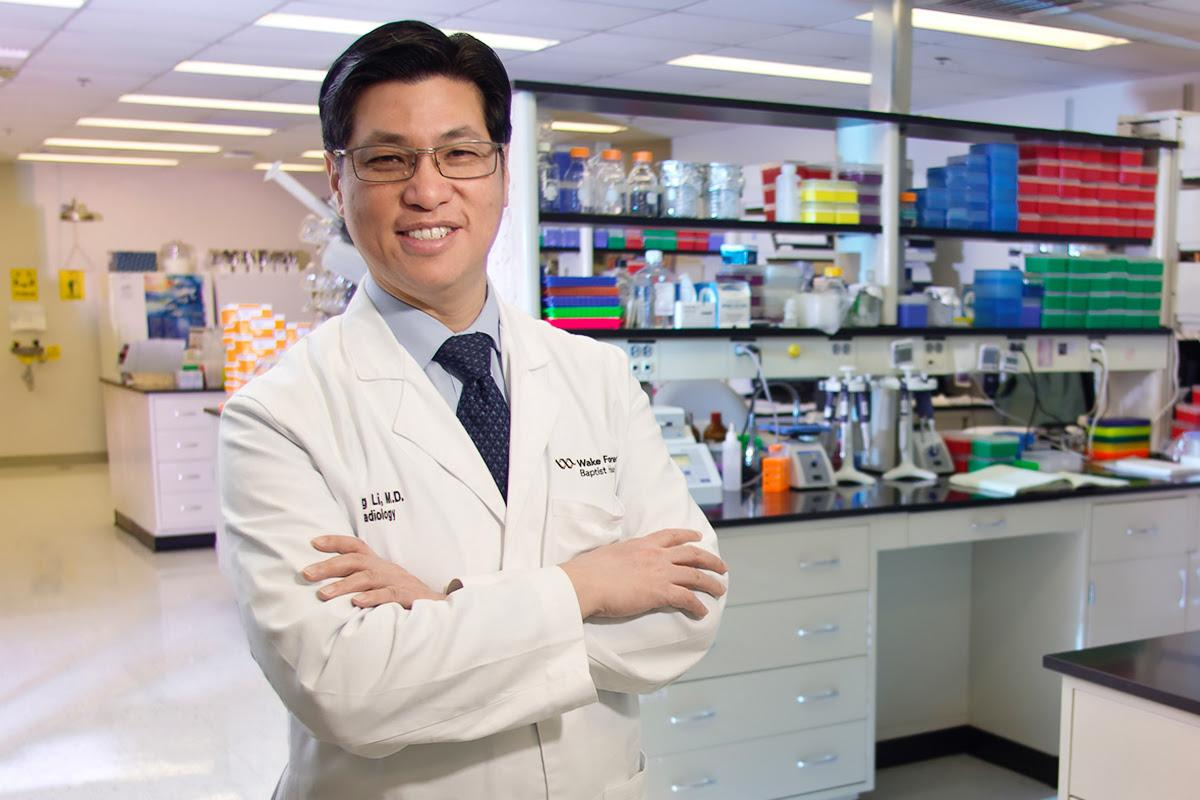 Dr. King Li; director of the Translational Science Institute (TSI), Chair Radiology department. Works with scientists and bringing commercialization into key labs. Genomics lab, Nutrition building rm 319. Photo courtesy Illinois News Bureau.