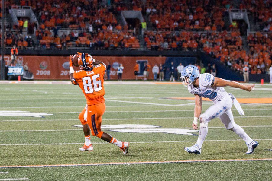 Illinois+wide+receiver+Desmond+Cain+%2886%29+catches+the+ball+during+the+game+against+North+Carolina+at+Memorial+Stadium+on+Saturday%2C+September+10.+The+Illini+loss+48-23.