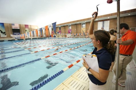 """The swimming and diving team hosts """"Water Safety Bash"""" for Champaign children"""