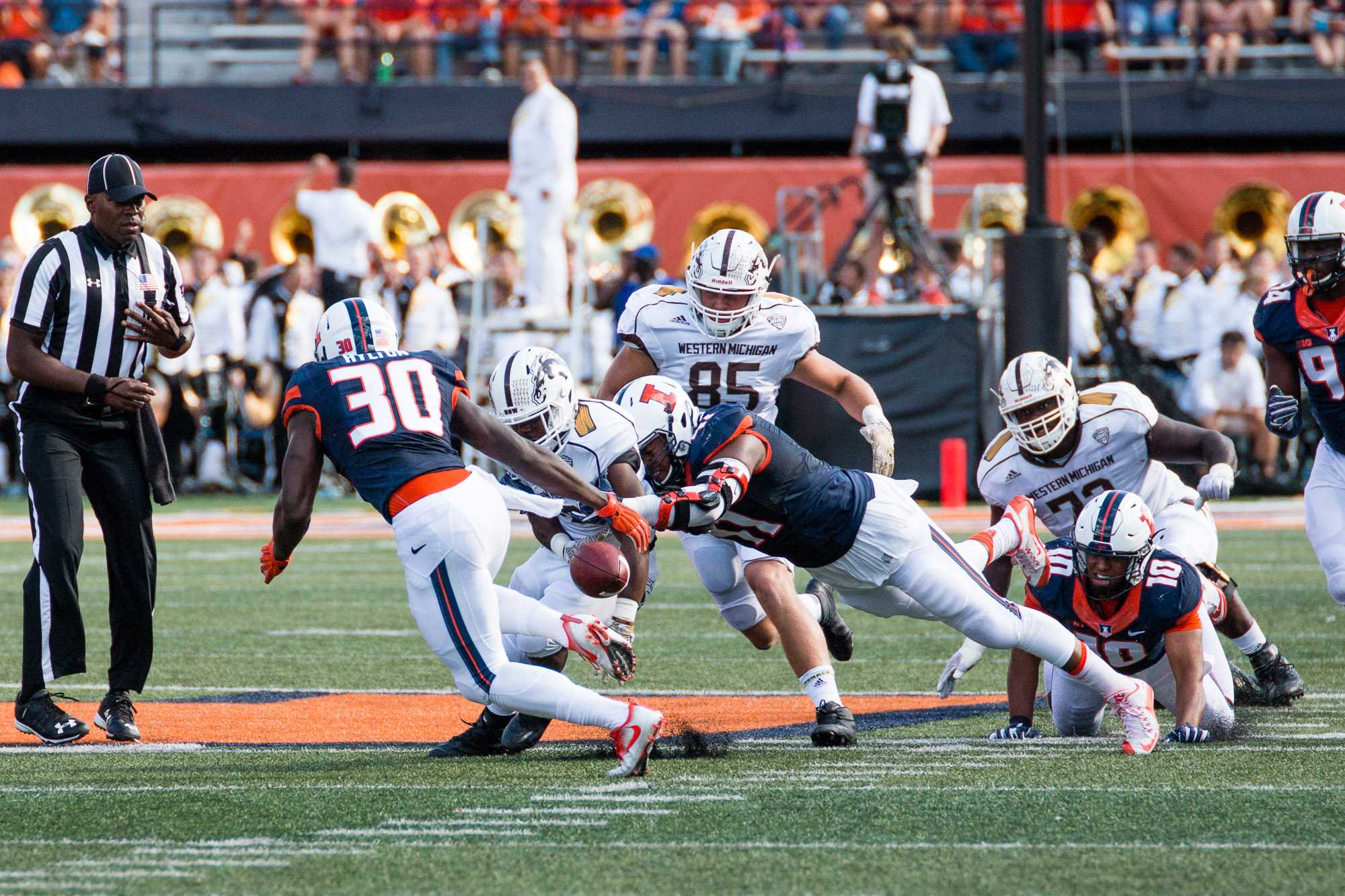 Illinois defensive lineman Dawuane Smoot (91) forces a fumble by Western Michigan running back Jamauri Bogan (32) during the the game against Western Michigan at Memorial Stadium on Saturday, September 17. The Illini lost 34-10.