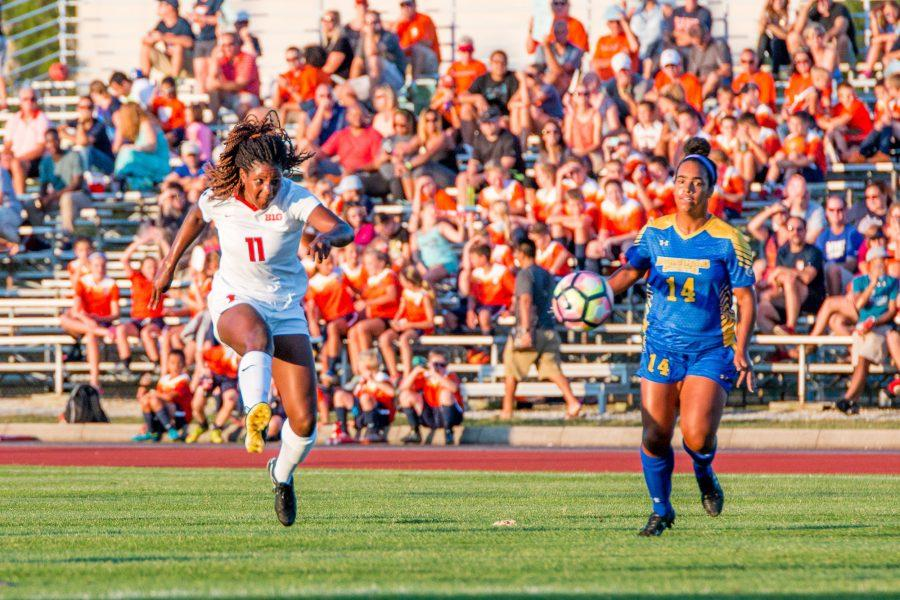 Illinois forward Patricia George puts a shot on goal in the first half of the game against Morehead State at Illinois Soccer Stadium on August 19, 2016. The Illini won 2-0.