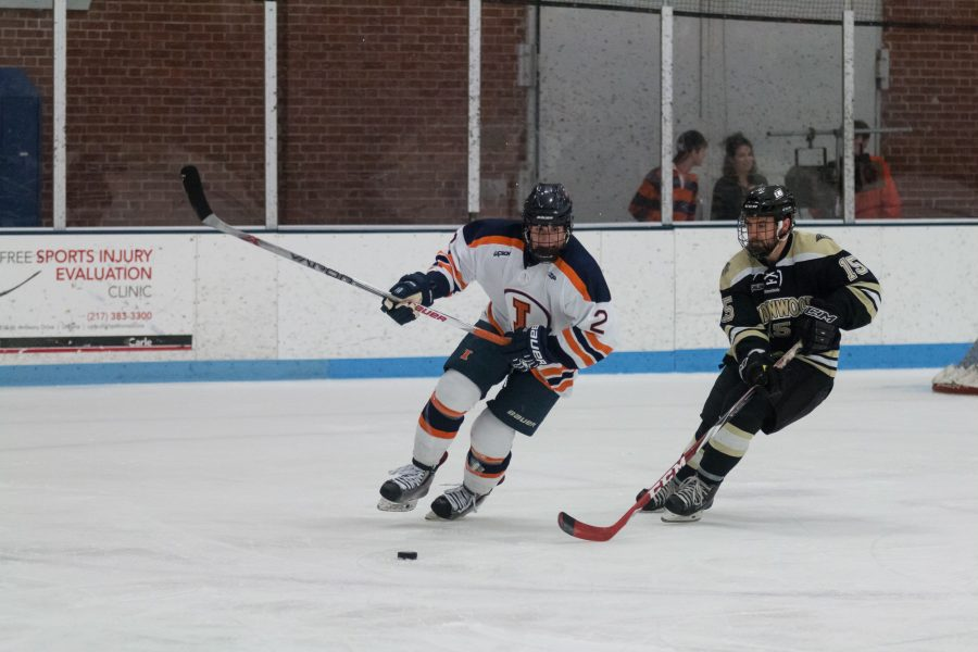 Illinois%27+Joey+Ritondale+fights+for+the+puck+during+the+game+against+Lindenwold+University+at+the+Ice+Arena+on+Saturday%2C+January+30.+The+Illini+lost+4-1.