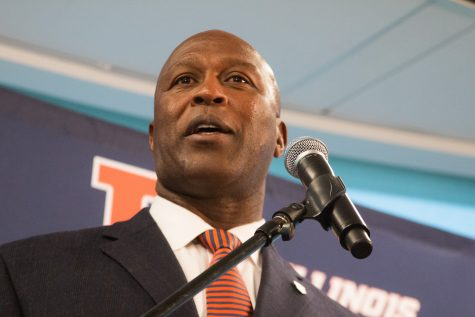Lovie Smith brings professionalism Illinois football hasn't seen in years