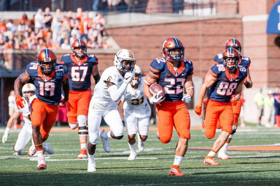 Illinois+running+back+Kendrick+Foster+%2822%29+runs+down+the+field+during+the+game+against+Murray+State+at+Memorial+Stadium+on+Saturday%2C+September+3.+The+Illini+won+52-3.