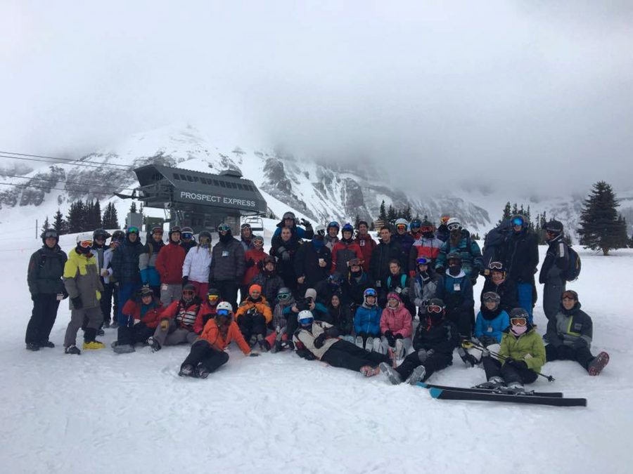 The+ski+and+snowboarding+club+pictured+on+their+2016+Telluride+trip.