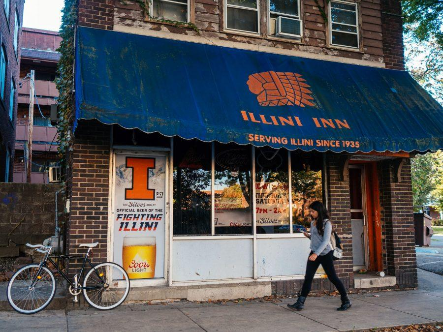 A student walks past the exterior of the Illini Inn, located on 4th St.