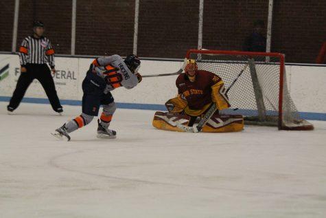 Iowa State sweeps Illinois hockey