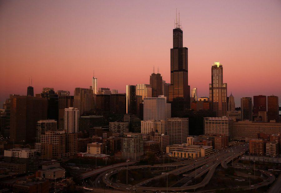 The+sun+sets+upon+the+Chicago+skyline+in+November+2013.+Illini+Fest+attracted+Chicago-based+University+alumni+on+July+18+with+nostalgia-inducing+exhibits.