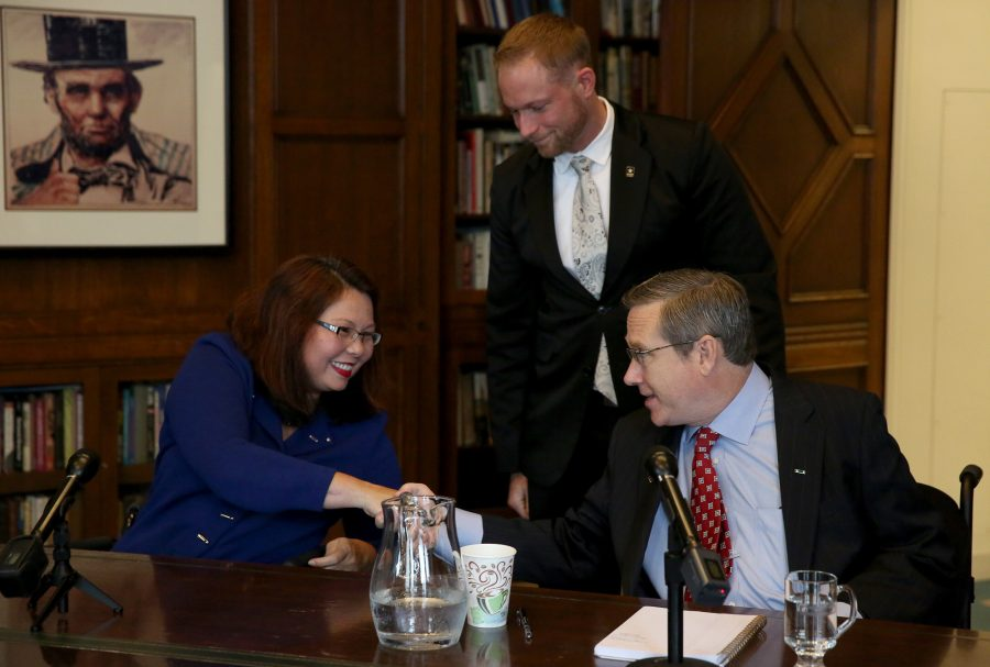 Rep.+Tammy+Duckworth+and+Sen.+Mark+Kirk+shake+hands+after+their+debate+on+Monday+Oct.+3%2C+3016+in+the+Chicago+Tribune+Editorial+Board+room.+%28Nancy+Stone%2FChicago+Tribune%2FTNS%29