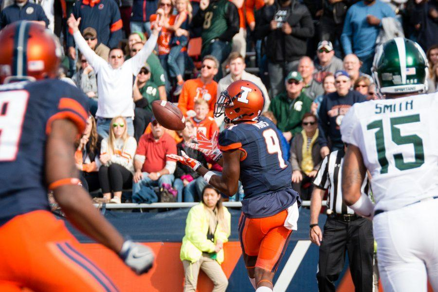 Illinois+wide+receiver+Sam+Mays+%289%29+gets+ready+to+catch+a+pass+in+the+end+zone+during+the+game+against+Michigan+State+at+Memorial+Stadium+on+Saturday%2C+November+5.+The+Illini+won+31-27.