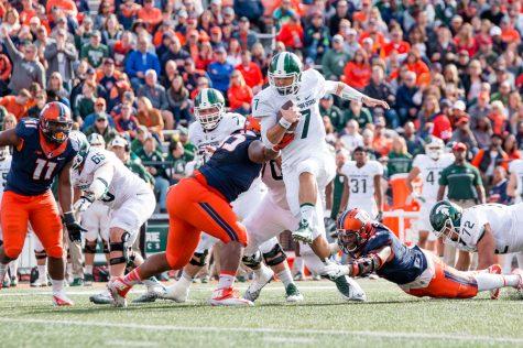 Illinois football defense features two Hendricks Award finalists