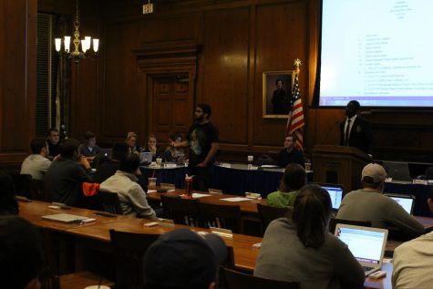 Student senate broadcasts meetings, short 700 signatures on petition