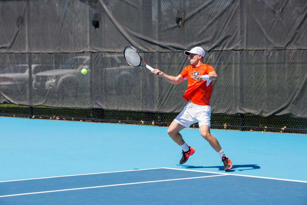 Illinois' Aron Hiltzik attempts to return the ball during the meet against No. 21 Michigan at the Atkins Tennis Center on April 17, 2016. The Illini won 4-1.