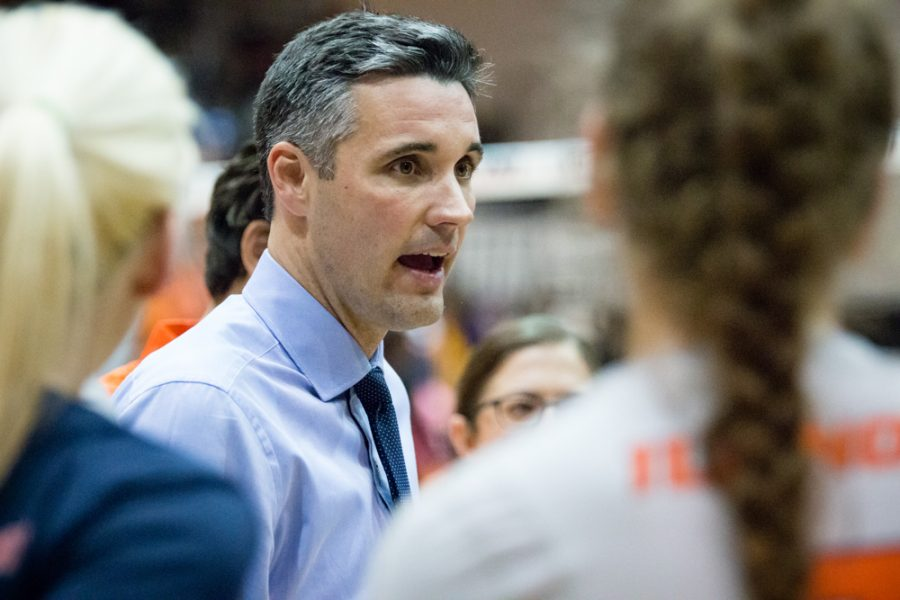 Illinois+head+coach+Kevin+Hambly+talks+to+his+team+after+the+match+against+Northwestern+at+Huff+Hall+on+Saturday%2C+October+15.+The+Illini+won+3-0.