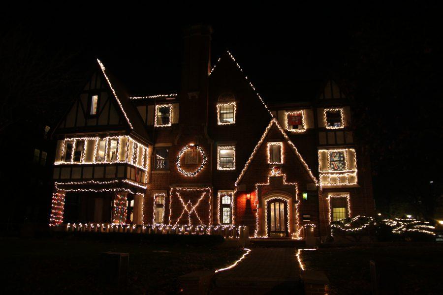 The+Christmas+lights+outside+the+Delta+Upsilon+chapter+house.