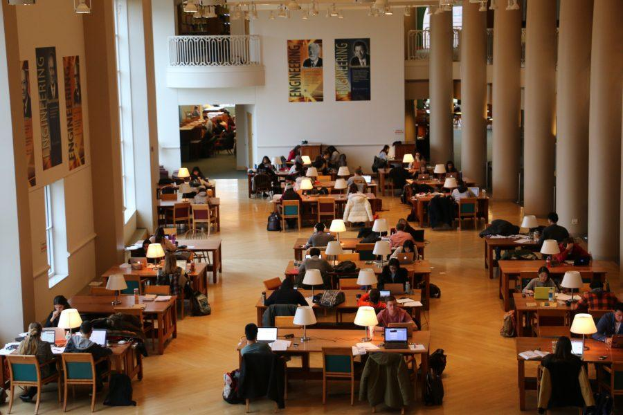 Students+studying+in+Grainger+Library+for+finals+on+Dec.+6%2C+2016.