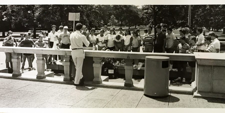 Students gather to listen to a protestor outside of the Illini Union in 1984.